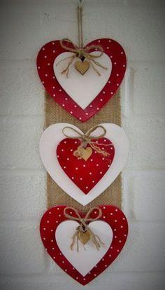 Valentine's day - Valentine crafts for kids - Valentine Crafts For Kids, Valentine Day Wreaths, Valentines Day Decorations, Valentines Diy, Holiday Crafts, Decoration St Valentin, Pinterest Valentines, Diy Valentine's Day Decorations, Decorations Christmas