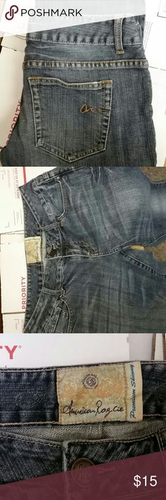 American Rag cie jeans 7 Slim Ginger in good condition looks like a whole might be starting  under the  zipper  as seen in picture average wear size 7 Slim American Rag Jeans