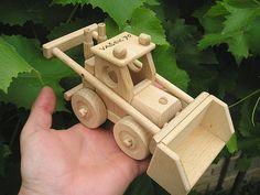 Buldozer, dřevěné hračky s textem na přání. SKLADEM eshop www.soly.cz