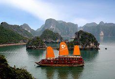 VỊNH HẠ LONG NGÀY CÀNG NỔI TIẾNG TRÊN BẢN ĐỒ DU LỊCH  Rất nhiều tờ báo và website về du lịch nổi tiếng trên thế giới đã bình chọn Vịnh Hạ Long là một trong những điểm du lịch đẹp nhất thế giới hoặc là một trong những điểm du thuyền hấp dẫn nhất thế giới.