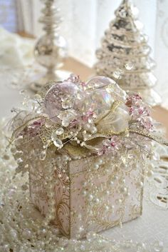 this is just gorgeous, regardless of the season.  I'd like to do something like this to hold a treasured trinket or to give as a gift to someone precious in my life like a daughter or granddaughter.  It's something they would treasure as much as whatever is in it.