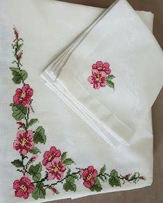 Baby Cross Stitch Patterns, Cross Stitch Borders, Cross Stitch Designs, Bargello, Christmas Cross, Flower Crafts, Blackwork, Crochet Projects, Needlework
