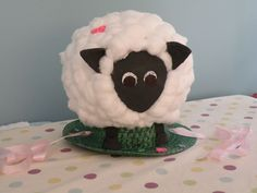 I mentioned Jo's Easter bonnet yesterday. Here it is in all it's glory! I do think that it must have been 'bonnet wars' between the parents, who'd have thought of sticking a whole sheep on a bonne...