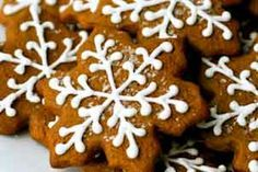 Christmas gingerbread cookies, I forgot how much I love these! Christmas Sweets, Christmas Gingerbread, Noel Christmas, Gingerbread Houses, Christmas Decor, Christmas Ideas, Simple Christmas, Christmas Ornament, Holiday Ideas