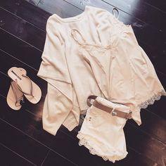 #sommarnytt #beigatoner #poncho #linne #rosemunde #shorts #patriziapepe #läderbälte #depeche #flipflop #ipanema #butik #sensihelsingborg #kullagatan #helsingborg @sensihelsingborg