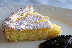 This recipe for Hungarian rice cake (rizskoch) is made with creamed rice, eggs, sugar, and butter and then baked. Rice Cake Recipes, Rice Cakes, Food Cakes, Dessert Recipes, Dessert Bread, Bread Recipes, Hungarian Desserts, Hungarian Cuisine, Hungarian Recipes