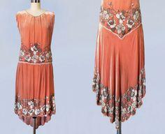 1920er Jahre Kleid / 20 s Französisch Perlen Flapper-Kleid / Pfirsich-Velvet COUTURE / High/Low Saum