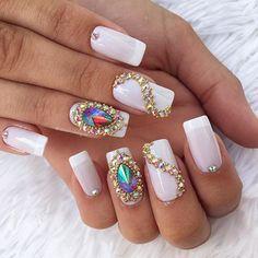 www.tatacustomizaçãoecia.com.brPedrarias para orçamento e comprá⬆ Em clima do dia dos namorados #Xoneiii❤ #UNHASDECORADAS #UNHASDASEMANA #UNHASDELUXO #UNHASDIVAS #simonetis Perfect Nails, Gorgeous Nails, Love Nails, Pretty Nails, Fun Nails, Trendy Nail Art, Stylish Nails, Caviar Nails, Gold Glitter Nails