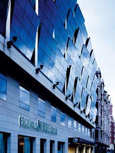 El Silken Gran Hotel Domine Bilbao, es el único 5 estrellas situado frente al Museo Guggenheim. El Hotel expresa un concepto contemporáneo, que evita la ostentación e invita al disfrute. http://www.hoteles-silken.com/hoteles/gran-hotel-domine-bilbao/
