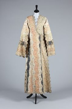 A fine embroidered Turkish  lady's anteri robe, Ottoman, late 18th – early 19th century.