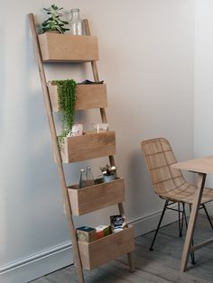Carefully crafted from natural raw oak, our sturdy solid ladder shelf creates a versatile display with five deep shelves. Ideal for hiding away messy bits and pieces or displaying your favourite flowers and vases, this contemporary shelf makes a simple and stylish statement. No assembly is required, simply prop the flat shelves against the wall and begin your display.