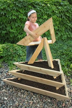 Raised Garden Bed - DIY Rustic Wood Planter Box Ideas For Your Amazing Garden - . Raised Garden Bed - DIY Rustic Wood Planter Box Ideas For Your Amazing Garden - Gorgeous Vegetable Garden Design Ideas You Must Try Garden Crafts, Garden Projects, Diy Projects, Diy Crafts, Container Gardening, Gardening Tips, Organic Gardening, Vegetable Gardening, Vegetable Planter Boxes