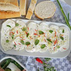 Marinierter Mozzarella mit Zitrone und Majoran: http://www.wayfair.de/tipps-und-ideen/Grillsaison-Dreierlei-Mozzarella-E9036