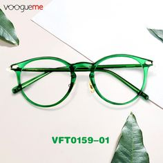 Made of lightweight, flexible the round frame comes in whole green color with gold metal juncture, plus a keyhole bridge which helps eliminate pressure from the top of the nose. Wearing the emerald green glasses, you are also wearing endless vigor. Ladies Glasses, New Glasses, Womens Glasses, Cute Sunglasses, Ray Ban Sunglasses, Green Glasses Frames, Round Specs, Strawberries Romanoff, Going Blind