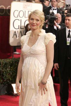 Pin for Later: Ein Baby-Bauch ist das schönste Accessoire der Stars Gwyneth Paltrow bei den Golden Globe Awards, Januar 2006