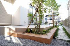 デッキと階段を植栽でデザインUP Decor, House, Home Decor, Views, Garden View