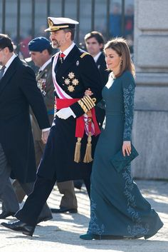 Queen Letizia of Spain's been setting European Royal dress codes • She & Felipe went from Prince/Princess to King/Queen following his father Juan Carlos I's abdication in 2014 | The Queen selects bold tiaras, jewel-colored gowns & form-fitting sheath dresses to wear at official engagements at home/abroad. Many compare Letizia's style to that of Kate Middleton of Britain or Princess Mary of Denmark, but she has a look all her own | Photo: Getty / Pool