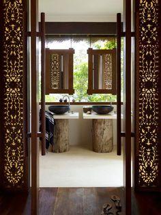 Un bagno esotico...via http://www.desiretoinspire.net/
