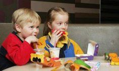 Emotional Eating, Emotional Feeding: Parents To Blame For Introducing Foods To Soothe Upset Kids : News : Parent Herald Fast Healthy Meals, Healthy Kids, Gain Weight Fast, Best Fast Food, Food Picks, Childhood Obesity, Adhd Kids, Inevitable, Travel With Kids