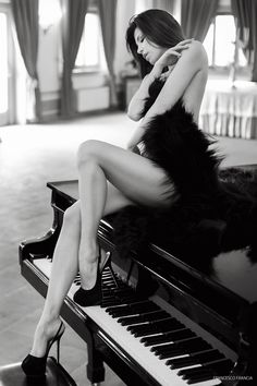 Piano atmosphere fashion photography - fashion model editorial with piano Fine Art Photography, Fashion Photography, Fashion Models, Glamour, Black And White, Portrait, Image, Beauty, Women