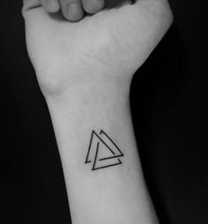 Tattoo triangle - Tattoo triangle You are in the right place about simple tattoo Here we offer you the most beautiful - Mini Tattoos, Dreieckiges Tattoos, Irezumi Tattoos, Cover Up Tattoos, Forearm Tattoos, Body Art Tattoos, Small Tattoos, Family Symbol Tattoos, Sleeve Tattoos