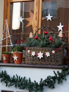 Outdoor Christmas decoration for window garland and stars - Christmas Decoration - [post_tags Christmas Planters, Christmas Porch, Outdoor Christmas Decorations, Christmas Centerpieces, All Things Christmas, Christmas Wreaths, Christmas Crafts, Christmas Ornaments, Holiday Decor