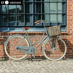 As a beginner mountain cyclist, it is quite natural for you to get a bit overloaded with all the mtb devices that you see in a bike shop or shop. There are numerous types of mountain bike accessori… Dutch Bicycle, Old Bicycle, Velo Vintage, Vintage Bicycles, Bike Motor Kit, Pink Bike, Retro Bike, Bicycle Maintenance, Cool Bike Accessories