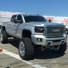2015 GMC Sierra 2500HD Denali lifted