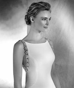 NELLY - Sleeveless mermaid wedding dress in crepe with bateau neckline | Pronovias