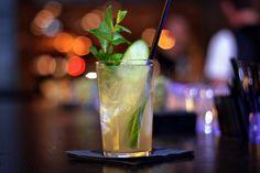 Fresh-Apple Cocktail ♡ www.h-e-a-r-t.me #cocktail #mixology #drink #trinken #refreshing #herbst #autumn #munich #muenchen #restaurant #bar #germany #deutschland #bayern #deco #interiordesign #decoideas #tablesetting
