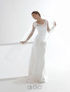 So pretty! Love it! From an Italian website le-spose-di-gio-it.