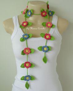 Cordão de folhas e flores em crochê. Confeccionado em linha 100 % algodão.
