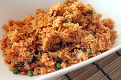 The traditional Mexican rice recipe that is arroz a la Mexicana is one of the most popular easy Mexican recipes used in the cuisine as a side dish. It surprised me recently to find out from talkin… Fiesta Rice Recipe, Mexican Rice Recipes, Mexican Meals, Traditional Mexican Rice Recipe, Mexican Side Dishes, Spanish Dishes, Chili Sin Carne, Recipe T, Frijoles