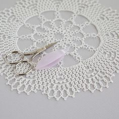 Alice Doily 2 Variation by Hye-oon Lee (Lovely Tatting)