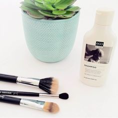 Are your makeup brushes in need of a clean?   @beautyaestate loves using our Baby Shampoo as a gentle chemical free way to cleanse brushes of product build up.