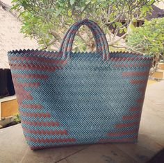 Bali woven plastic beach bags. Many colors and sizes available. Wholesale inquiries welcome. Visit my Etsy store Brighton Babe and email me for more info etsybrightonbabe@gmail.com Etsy