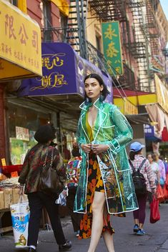 ☆Spanish photographer, New York based Maku López captures Wilhelmina model Sai in color-saturated, dramatic images called 'Chinatown Fever'. André Jarrid styles Sai for Blanc Magazine August 2018 'Heat' issue. Street Fashion Photoshoot, Fashion Shoot, Look Fashion, New Fashion, Editorial Fashion, Fashion Art, Hong Kong Fashion, Foto Madrid, Wilhelmina Models