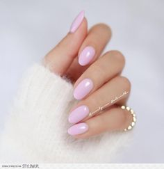 The advantage of the gel is that it allows you to enjoy your French manicure for a long time. There are four different ways to make a French manicure on gel nails. The choice depends on the experience of the nail stylist… Continue Reading → Round Nail Designs, White Nail Designs, Cute Nails, Pretty Nails, My Nails, Bio Gel Nails, Shellac Nails, Almond Acrylic Nails, Almond Nails