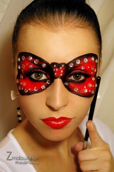 """""""Bow"""" inspired make-up mask with crystal accents. Masquerade Mardi gras party make up idea Makeup Carnaval, Masquerade Makeup, Masquerade Ball, Halloween Looks, Halloween Face Makeup, Mascarade Mask, Mask Face Paint, Adult Face Painting, Party Make-up"""