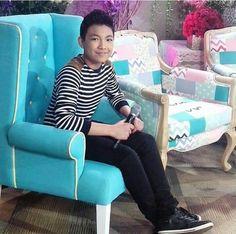 Darren On KrisTV Espanto, Armchair, Places To Visit, Furniture, Home Decor, Oktoberfest, Sofa Chair, Single Sofa, Decoration Home