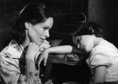 Geraldine Chaplin and Ana Torrent in Cria Cuervos