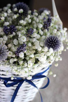 Dekoracje ślubne - #dekoracje kościoła #koszyczki http://www.chabryimaki.com/realizacje/dekoracje-kosciola/