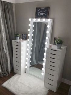 Full length beauty room mirror – You are in the right place about skincare art Here we offer you the most beautiful pictures about the skincare branding you are looking for. When you examine the Full length beauty room mirror – Bedroom Decor For Teen Girls, Room Ideas Bedroom, Girl Bedroom Designs, Teen Room Decor, Teen Girl Bedrooms, Teen Room Furniture, Cute Teen Rooms, Online Furniture, Teenage Bedroom Decorations