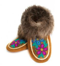Indian Beadwork, Native Beadwork, Native American Beadwork, Native Beading Patterns, Beadwork Designs, Beaded Shoes, Beaded Moccasins, Bead Sewing, Native Design