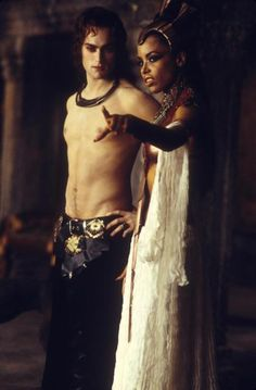 Stuart Townsend and Aaliyah in Queen of The Damned ... horrible film, nice eye candy.