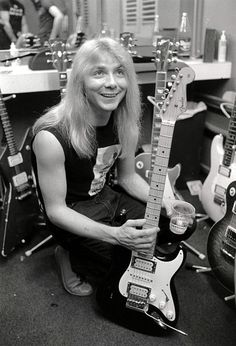 Dave Murray my loveee♡ Heavy Metal Rock, Heavy Metal Music, Heavy Metal Bands, Iron Maiden Posters, Dave Murray, Grunge, Bruce Dickinson, Judas Priest, Blues Rock