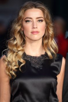 Discover thousands of images and pictures of Amber Heard blonde hair colors styles, how Hollywood celebrity makes her hairstyles gorgeously, look at the gallery Amber Heard Age, Amber Heard Photos, Hair Color 2016, Pretty Hair Color, Fall Blonde Hair Color, Fall Hair Colors, Winter Hairstyles, Cool Hairstyles, Hairstyles Haircuts