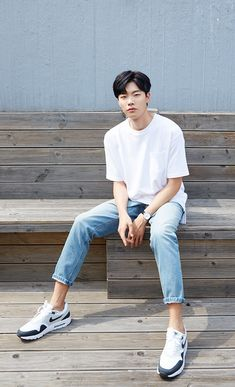 Ryu Jun Yeol interview K-popped Human Poses Reference, Pose Reference Photo, Asian Actors, Korean Actors, Ryu Joon Yeol, Korean Fashion Men, Body Poses, Kdrama Actors, Male Poses