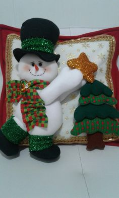 Munequeria Navidena Y Halloween Christmas Elf Doll, Christmas Sewing, Christmas Pillow, Christmas Projects, Christmas Stockings, Christmas Crafts, Christmas Ornaments, Felt Christmas Decorations, Xmas Wreaths