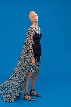 Antonio Berardi Resort 2020 Fashion Show Antonio Berardi, Vogue Paris, Backstage, Runway Makeup, Elegant Outfit, Fashion Show, Fashion Trends, Mannequins, Catwalk